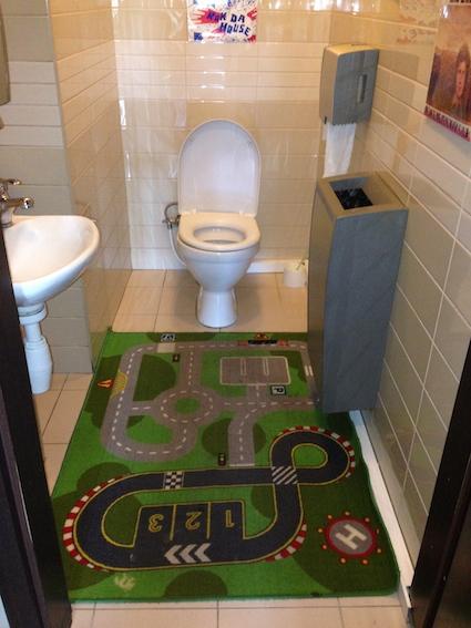 Play toilet